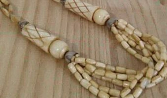Vintage Jewelry - Vintage carved bone boho tribal statement necklace
